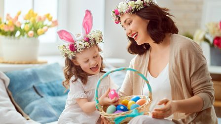 family-celebrating-easter-2EU4DTQ.jpg